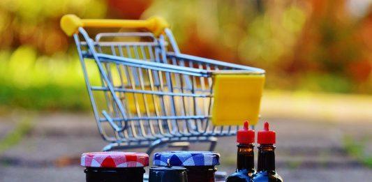 Panier de courses alimentaires pour enfant.