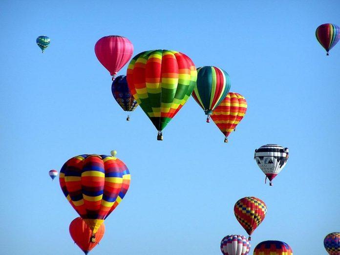 Photo de ballon s gastriques qui s'envolent.